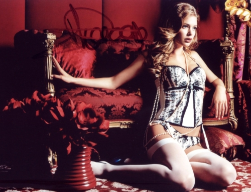 Doutzen Kroes: Victoria's Secret  la Boudoir Photoshoot