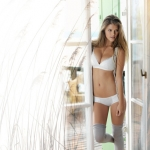 triumph-ecochic-fall-winter-2011-2012-nina-agdal-10