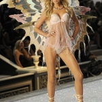 2011-Victorias-Secret-Fashion-Show-9