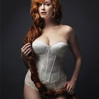 Christina Hendricks strips down for NY Mag cover