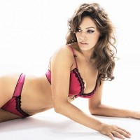 Kelly Brook about Big Cups for Ultimos New Campaign